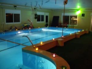 הבריכה של נאוה בלילה